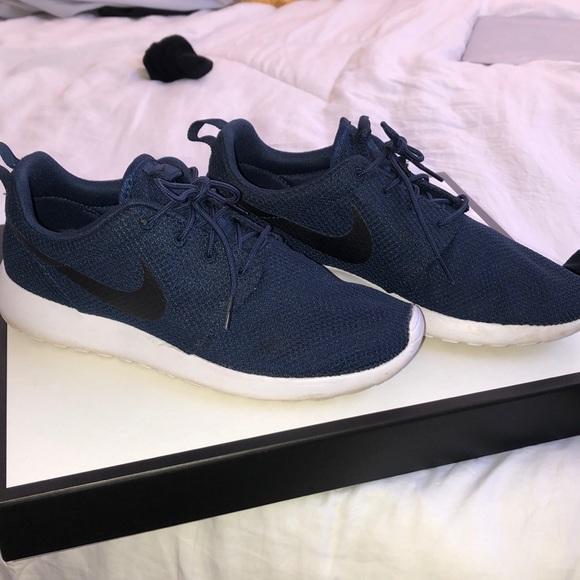 duża zniżka gorące nowe produkty bardzo tanie Nike Men Roshe Run sneakers